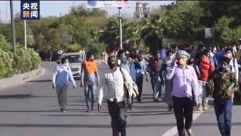 印度疫情已经完全失控了!数千劳工徒步返乡。