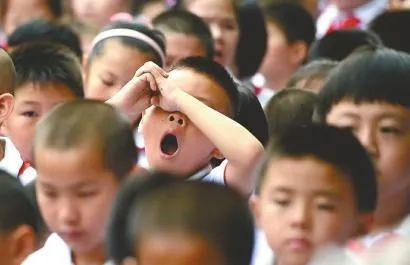 """月薪5万的""""家住教师""""火了:清北硕士齐入行,安放课外培训退潮后的教育焦虑?"""