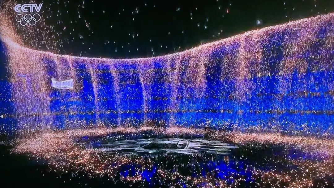 奥运会闭幕式精彩图片来了!苏炳添担当中国代表团旗手